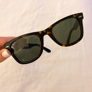 Ray Ban Wayfarer Glasses in Tortoise Shell